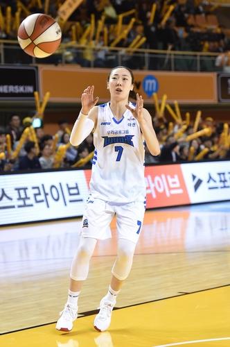 """여자농구 MVP 박혜진 """"다시 못 받을 줄 알았는데…상금은 기부"""""""