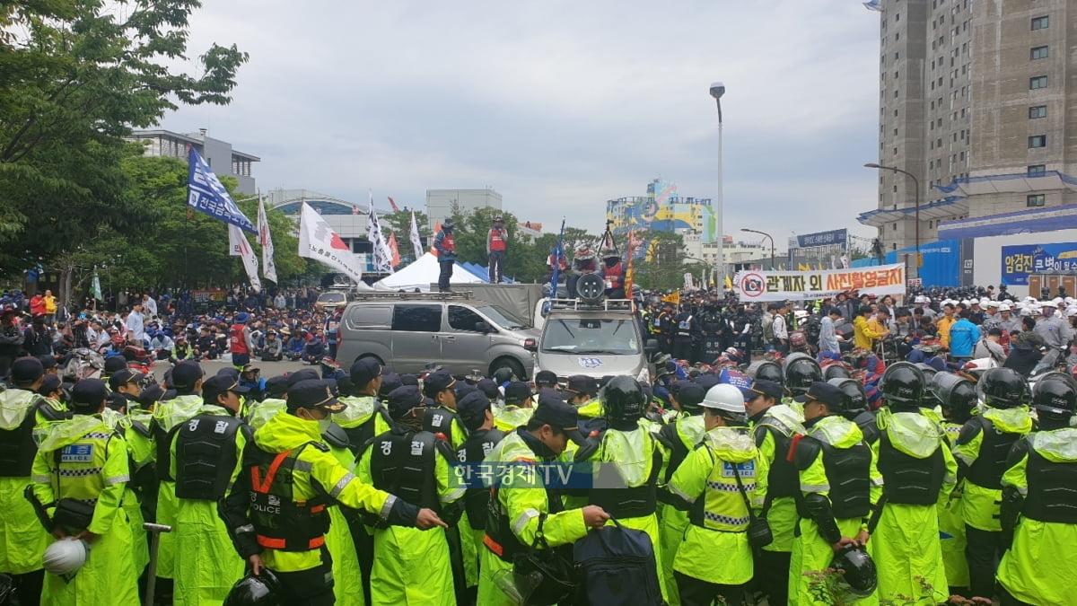 현대중공업 노조가 지난해 5월 회사 물적분할을 놓고 울산에서 집회를 벌이고 있다