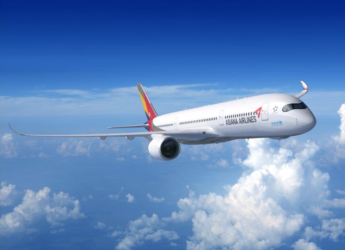 아시아나항공, 코로나 쇼크에 `전직원 월급 33% 차감`