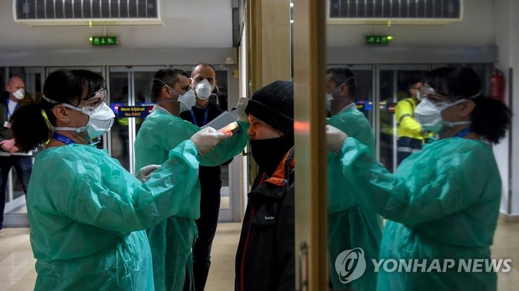 """코로나19 비난 억울한 中…""""美독감과 구분 안돼"""" 연일 의문"""