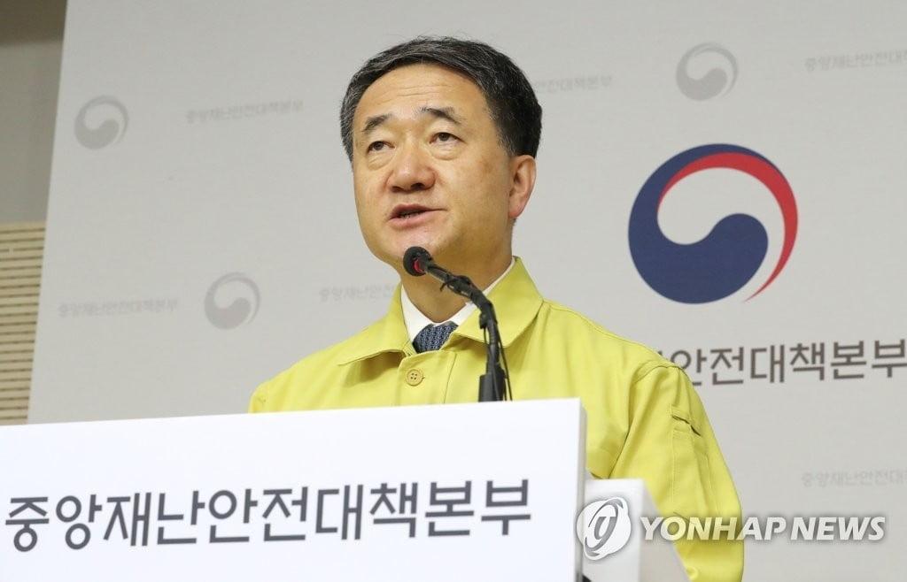 """박능후 장관 """"보름간 생활방역 체계로 전환""""...박물관·미술관 폐쇄"""