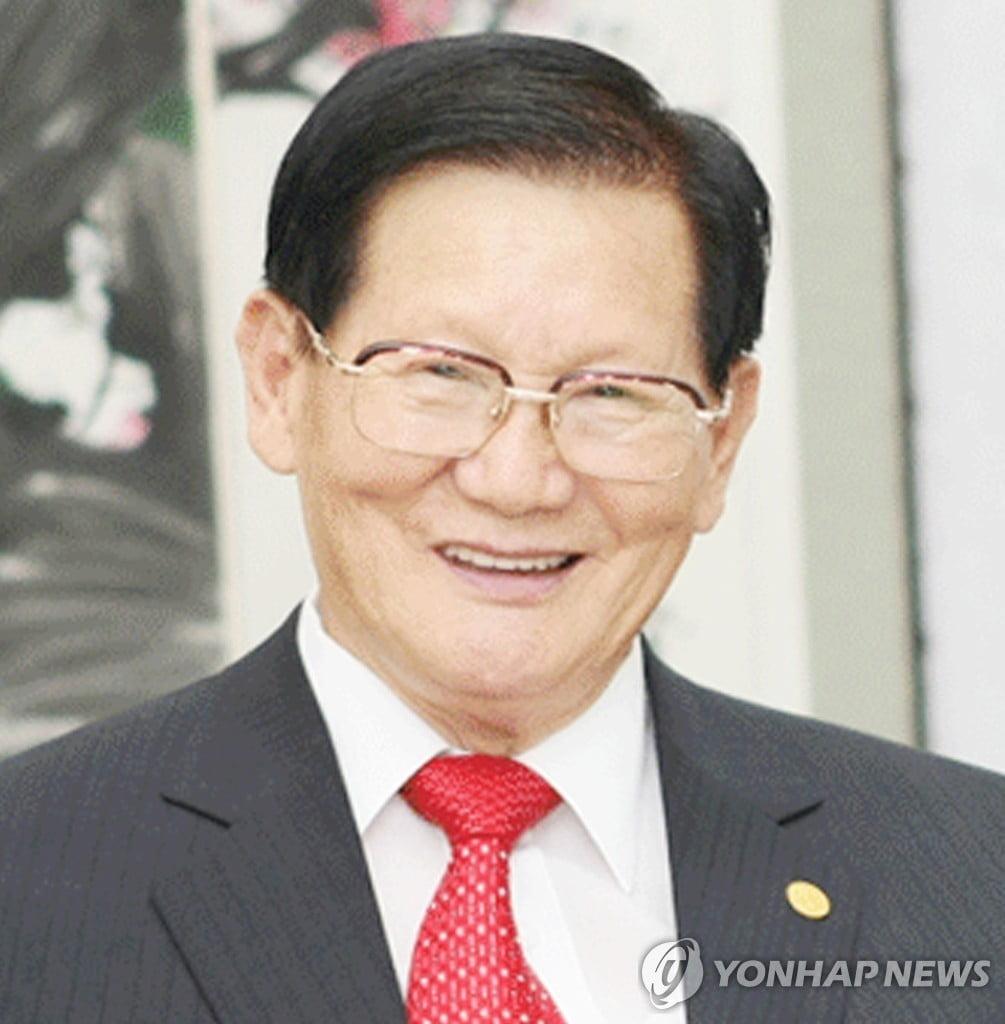 """신천지 """"이만희 총회장, 어제 코로나 검사 받아"""" 정정"""