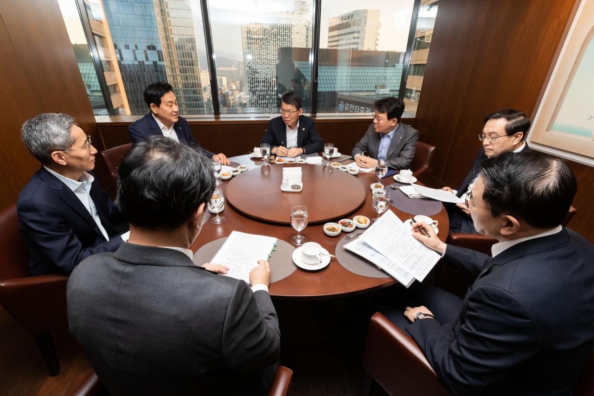 """코로나19 사태에 금융지주 회장들 호출한 은성수…""""직접 발 벗고 나서달라"""""""
