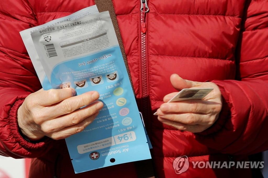 """유학생에 마스크 배송 풀리나…정부 """"수량·방법 곧 발표"""""""