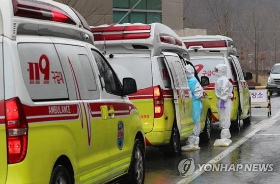 """靑 """"진단키트 UAE에 첫 수출…17개국 공식 요청"""""""