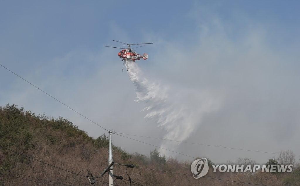 울산서 산불진화 헬기 추락…탑승자 2명중 1명 구조