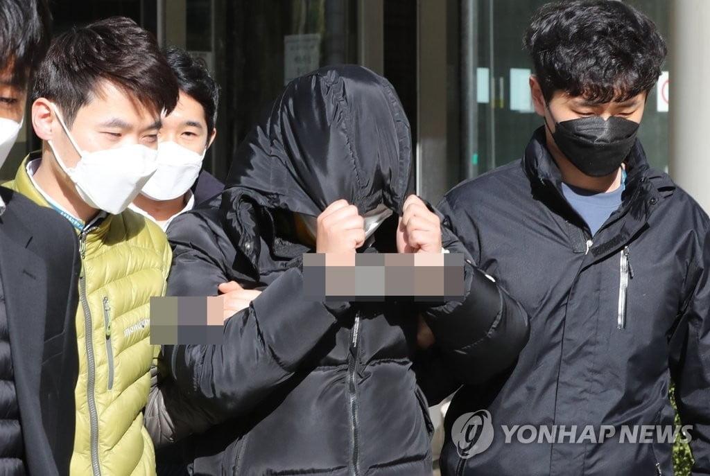 """성 착취물 텔레그램 `박사방` 운영 20대 구속…""""신상공개 검토 중"""""""