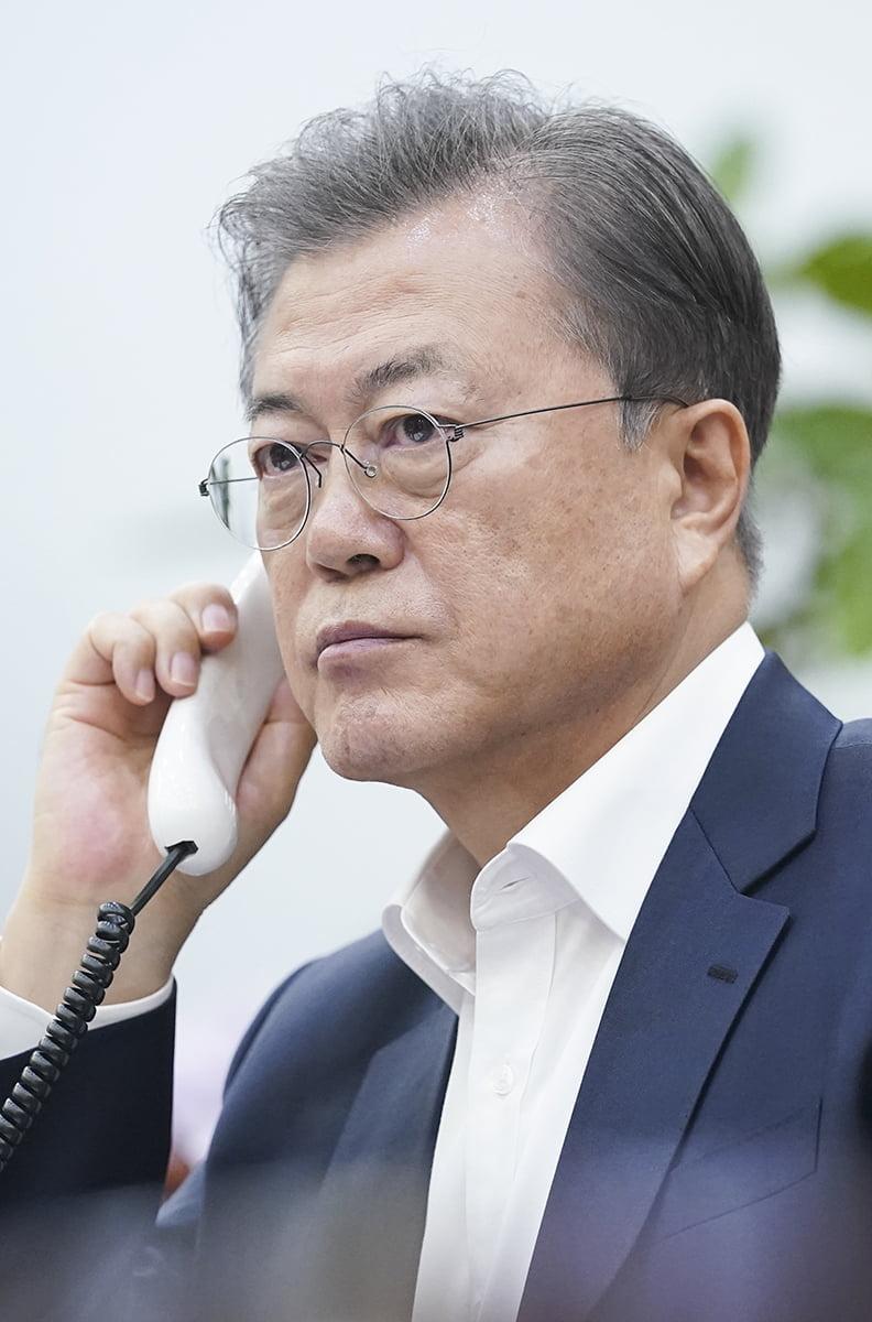 """산체스 스페인 총리 """"한국 배우겠다""""…의료물자 지원 요청"""