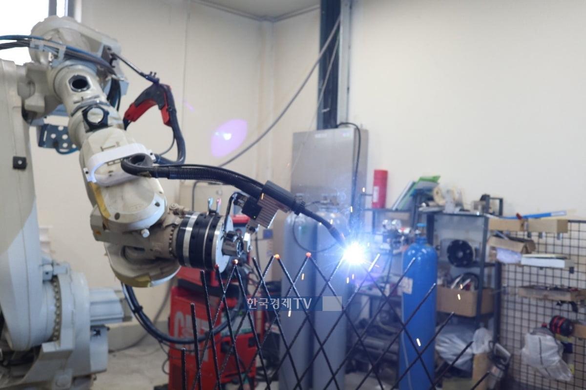 ▲철근 제작용 금속 3D 프린팅. 사진제공=현대엔지니어링.