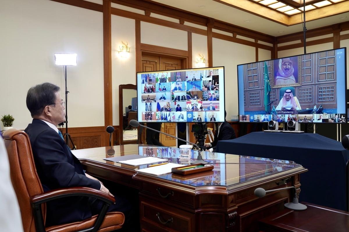 """[속보] 文 """"한국, 코로나19 중심에 있었다…국제사회와 공유"""""""