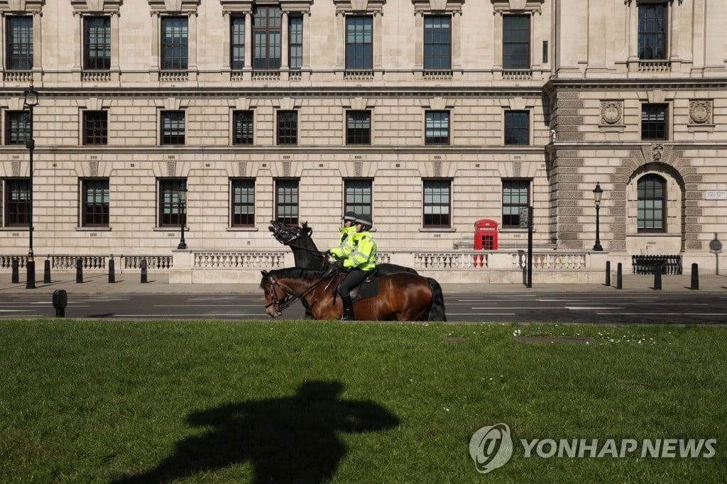 """영국서 기침하면 체포된다?…""""타인 향한 `고의 기침`, 최대 징역 2년"""""""