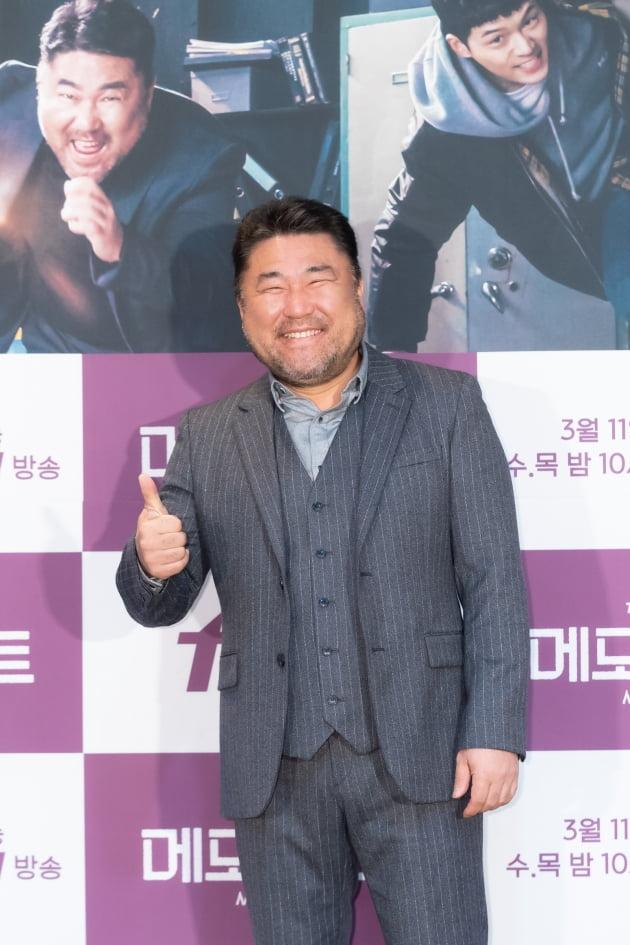 [TEN 포토] '메모리스트' 고창석, '엄지 척!'