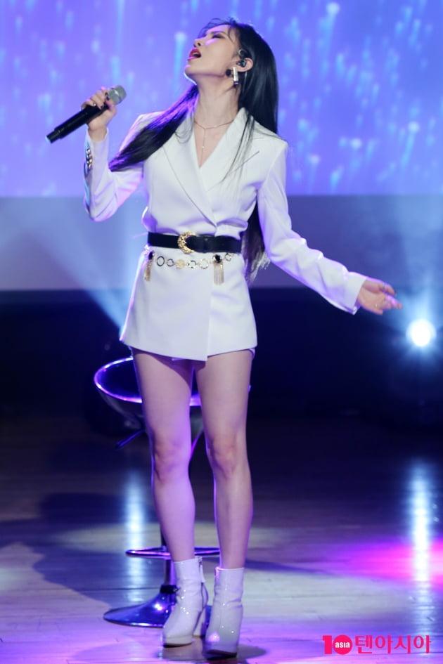 그룹 피에스타 출신 가수 예지가 4일 오후 서울 청담동 일지아트홀에서 '홈' 발매 기념 쇼케이스를 개최했다. / 이승현 기자 lsh87@