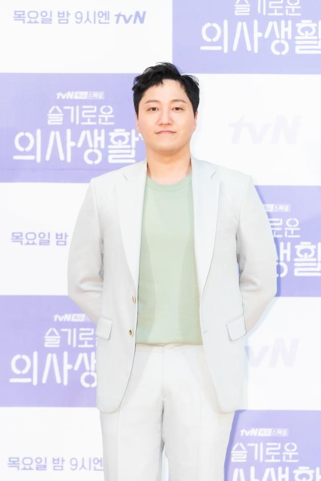 [TEN 포토] '슬기로운 의사생활' 김대명, '반쪽이 된 얼굴'