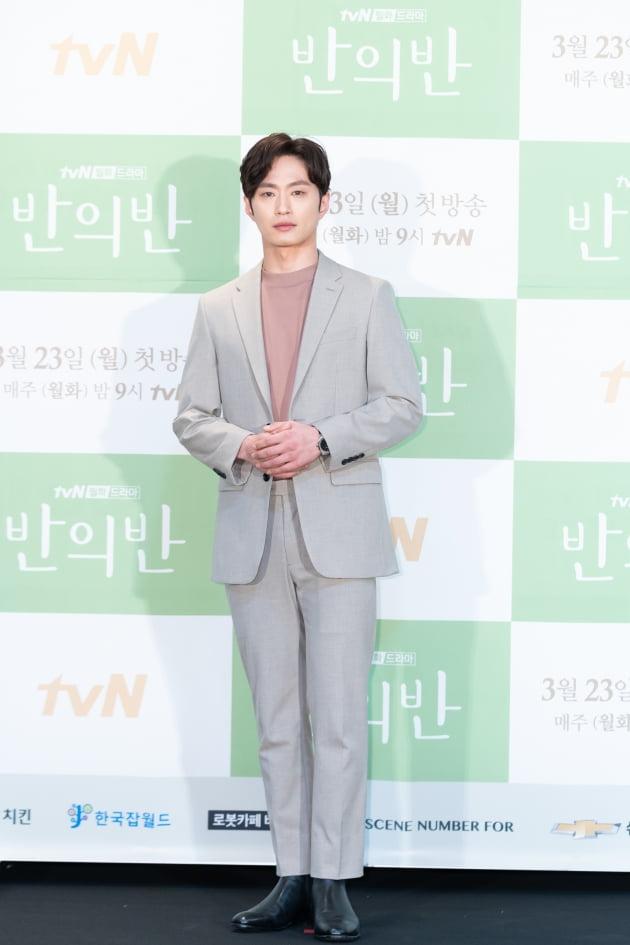 [TEN 포토] '반의반' 김성규, '첫 드라마 도전에 멜로 눈빛 장착'