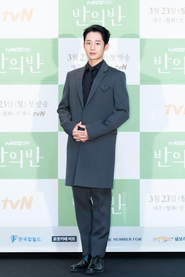 [TEN 포토] '반의반' 정해인, '아빠 양복도 소화하는 비주얼'