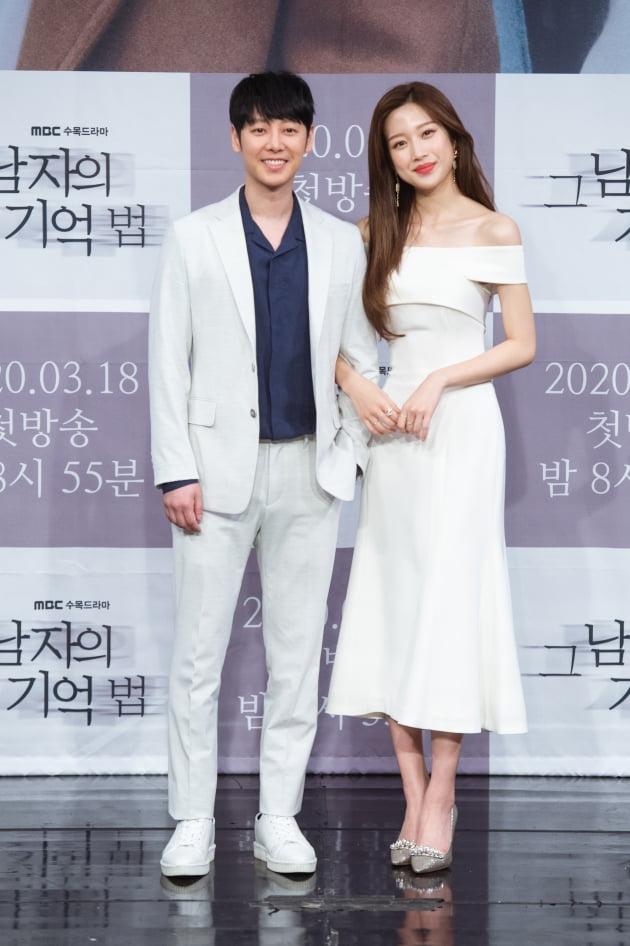 [TEN 포토] '그 남자의 기억법' 김동욱X문가영, '다정한 커플'