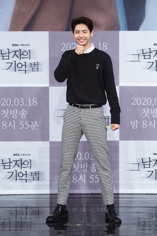 [TEN 포토] '그 남자의 기억법' 업텐션 이진혁, '너무 부끄러워~'