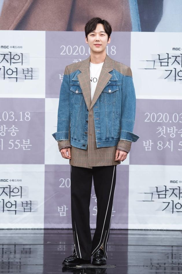 [TEN 포토] '그 남자의 기억법' 윤종훈, '남다른 패션 감각'