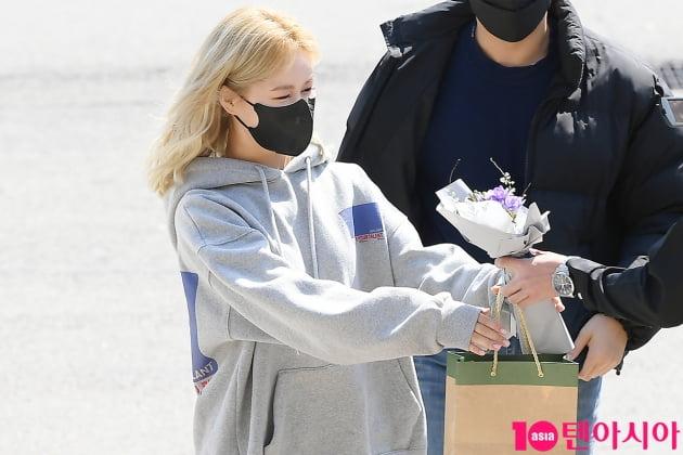 [TEN 포토] 우주소녀 다영 '꽃선물에 상큼 눈웃음'