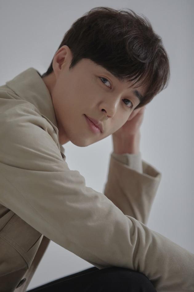 """배우 오민석은 '2019 KBS 연예대상'에서 우수상을 받고 """"복잡미묘한 감정이었다""""고 말했다./사진=제이와이드컴퍼니"""