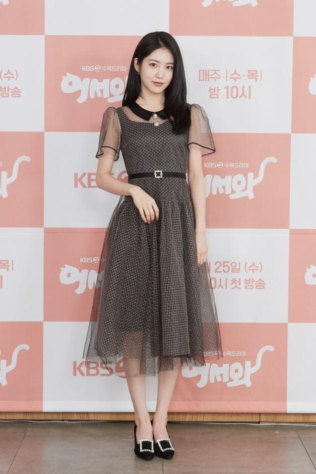 [TEN 포토] '어서와' 뮤직뱅크 MC 신예은, '은은한 시스루 패션'