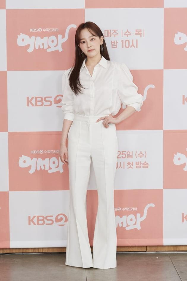 [TEN 포토] '어서와' 윤예주, '화사한 올화이트 패션'