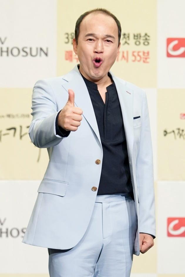 [TEN 포토] '어쩌다 가족' 김광규, '힘찬 따봉'
