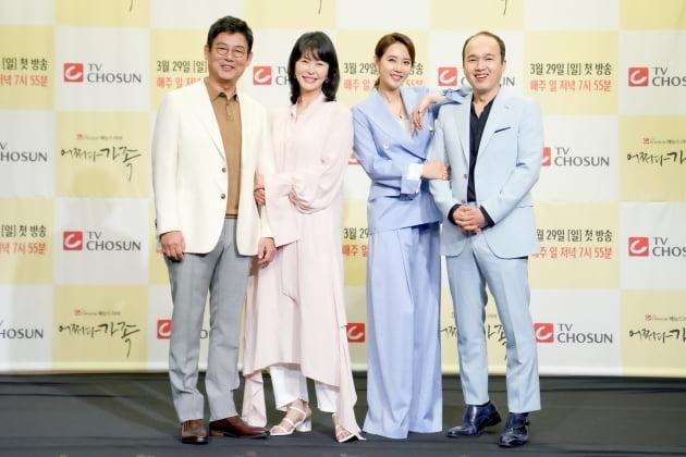 [TEN 포토] 성동일X진희경X오현경X김광규, '어쩌다 가족'의 주인공
