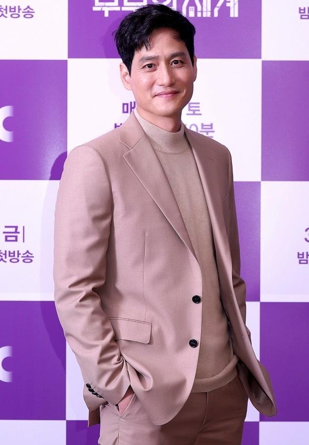 [TEN 포토] '부부의 세계' 박해준, '부드러운 미소'