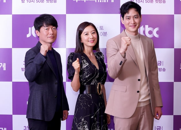 [TEN 포토] '부부의 세계' 모완일-김희애-박해준, '최강의 조합'