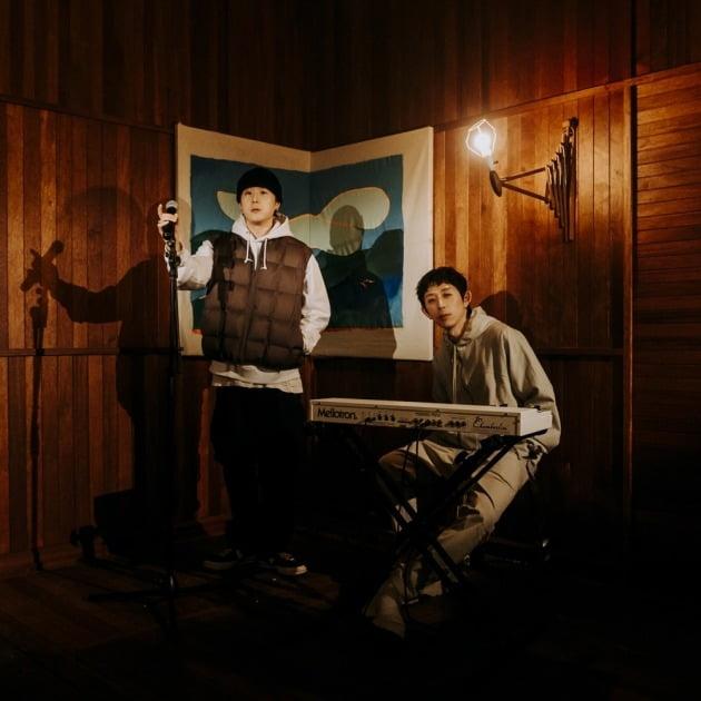 래퍼 pH-1(왼쪽), 프로듀서 코드쿤스트./ 사진제공=AOMG
