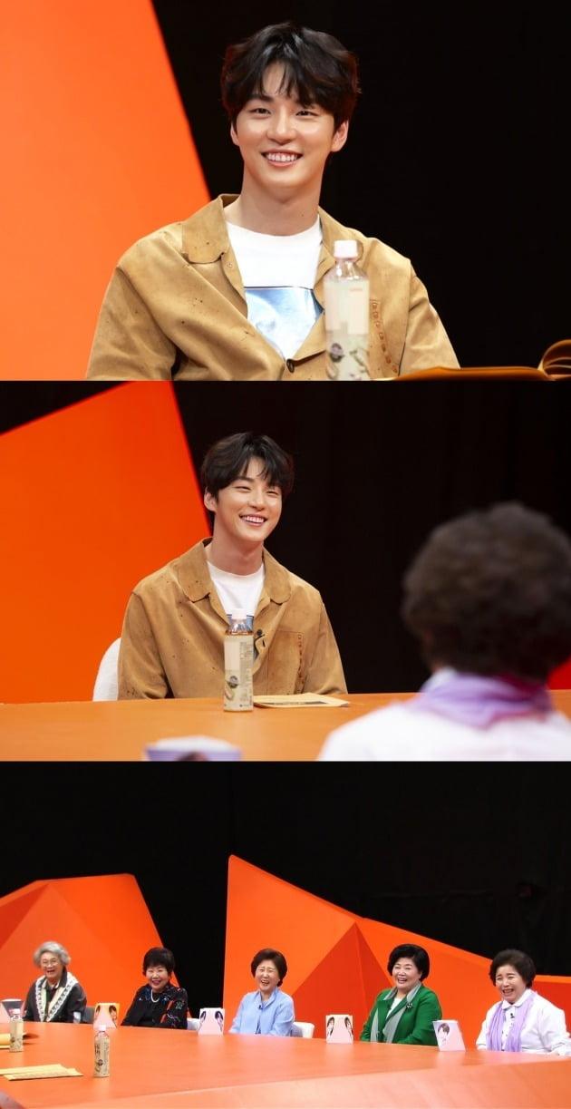 윤시윤이 '미운 우리 새끼'에 스페셜 MC로 출연한다. / 사진제공=SBS