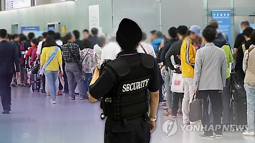 출입금지된 공항 보안구역서 흉기 휘두른 한국계 미국인 구속
