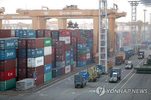 2월 수출 4.5% 증가…코로나19에도 15개월 만에 반등