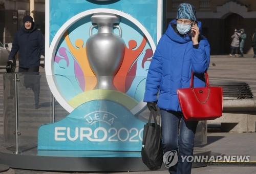유럽축구연맹, 코로나19에 백기…'유로 2020 1년 연기'(종합)