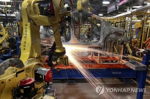 코로나19에 가동 멈춘 글로벌 자동차공장서 의료장비 생산