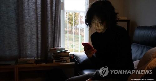 홍상수 신작 '도망친 여자' 올봄 극장 개봉
