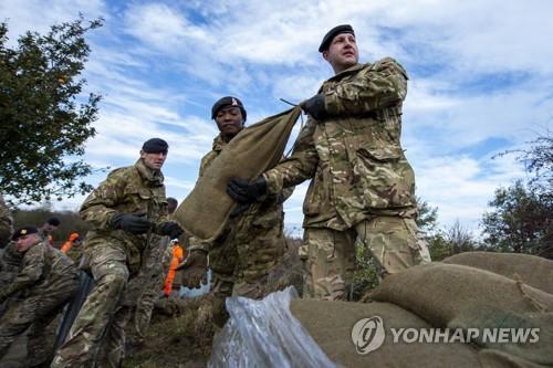 영국, 코로나 19 대응에 군 병력 2만명 투입 준비