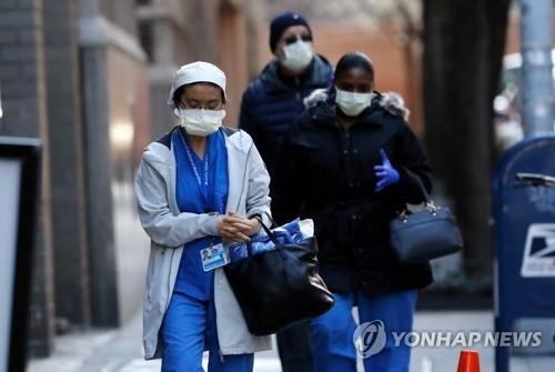코로나19 감염 공포로 떠는 뉴욕 의료진들…30대 간호사 사망