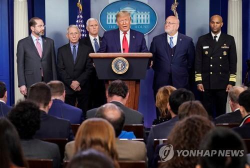 트럼프, 미국 첫 사망자에 긴급회견…대구 포함 여행금지로 대응