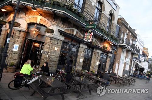 영국, 식당·펍 휴업령…정부, 휴직근로자 급여 80% 지급