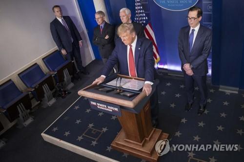 """트럼프 """"많은 지역 더 빨리 일상복귀""""…주별 차등적 정상화 시사"""
