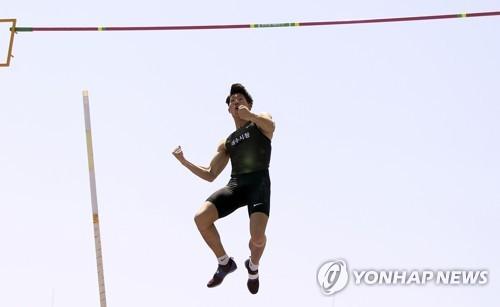 남자장대높이뛰기 진민섭, 도쿄올림픽 출전권 획득…5m80