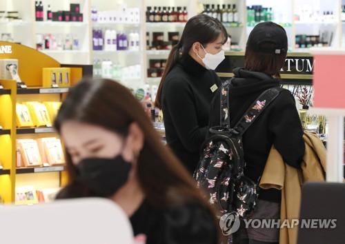 [코로나 여파] 2월 개인 신용카드 사용액 절반으로 '뚝'