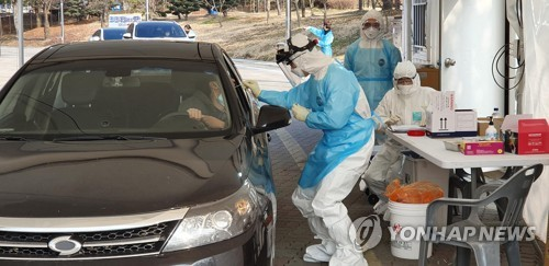 서울도 드라이브스루 선별진료소 설치…의료봉사자 모집