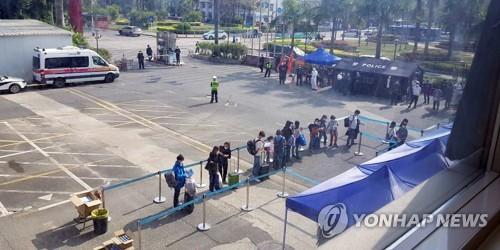 '코로나19 종식 눈앞' 중국, 역유입 방지 총력…통계조작 논란도