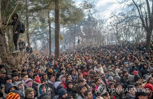 그리스-터키 국경 혼돈 속 이주민보트 전복…어린이 1명 사망