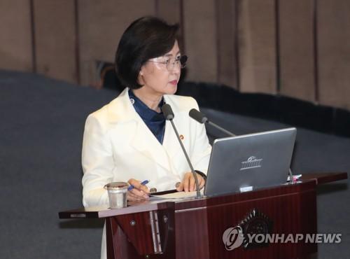"""추미애 """"코로나19 정부 대응, 지역확산 전엔 '과학적' 평가받아"""""""
