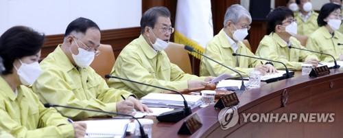 """문대통령 """"마스크 불편 국민께 송구…모든조직 24시간 체제""""(종합2보)"""